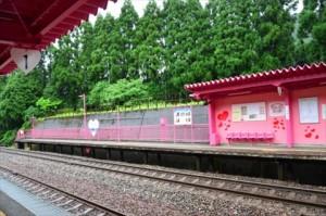 恋山形駅ホーム04