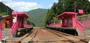 恋山形駅上り下りホーム