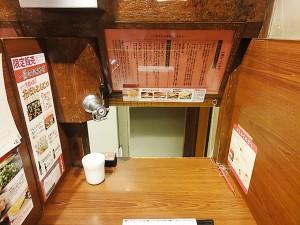 一蘭 名古屋の店カウンター
